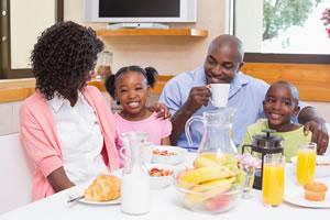 O café da manhã é a principal refeição do dia. Tem a sua importância para quem quer emagrecer. Além de fornecer energia para o dia ela combate a obesidade.